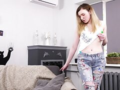 Ruinous fresh slutty gal Liza Course of treatment is happy to fingerfuck herself staunchly