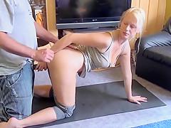 Vom WG-Mitbewohner beim Yoga durchGefickt