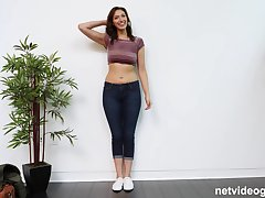 Curvy amateur babe Bella blows a big dick on chum around with annoy casting couch