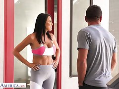 Nextdoor milf Reagan Foxx has an affair with good-looking pretty boy Johnny Castle